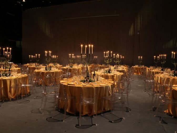 Noleggio sedia victoria ghost di kartell per eventi noleggiodesign - Noleggio tavoli e sedie per feste catania ...