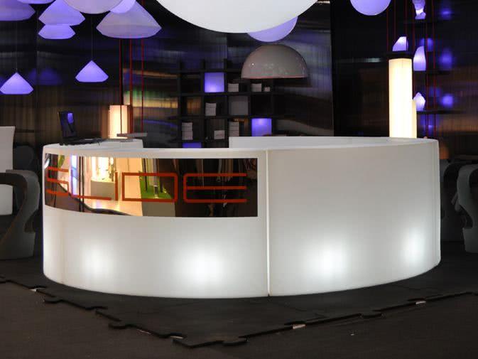 Noleggio bancone snack bar illuminato di slide for Bancone bar prezzi