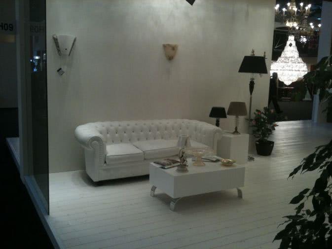 Noleggio divano chesterfield in pelle bianca noleggiodesign for Divani pelle bianca