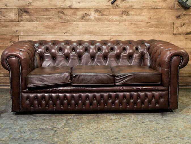 Noleggio divano chesterfield vintage in vera pelle - Divano pelle vintage ...