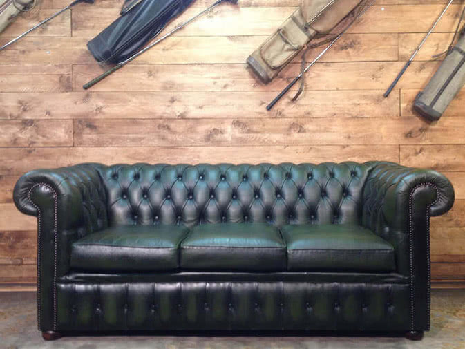 Noleggio divano chesterfield vintage in vera pelle for Divani in vera pelle