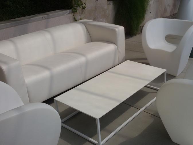 Noleggio divano in ecopelle bianco per eventi - NoleggioDesign