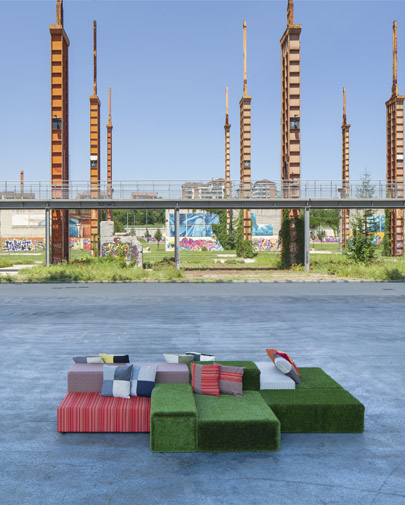 Noleggio divano prato inglese sistema sedute in eco for Divano in inglese