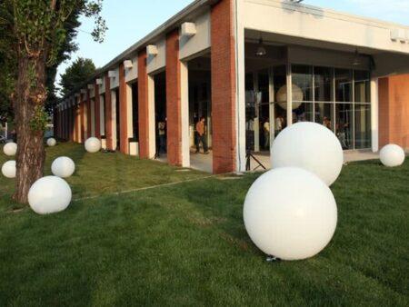 Lampade A Globo Prezzo : Noleggio lampada globo grande di slide noleggiodesign