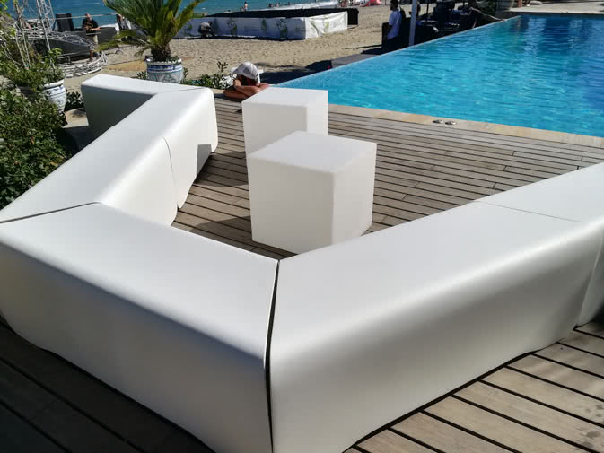 Noleggio seduta panca nova bianca di myyour noleggiodesign - Piscina nova milanese ...