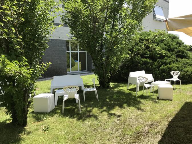 Noleggio divano box bianco per eventi noleggiodesign - Salottini per esterno ...