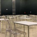 noleggio scrivania bianca per workshop