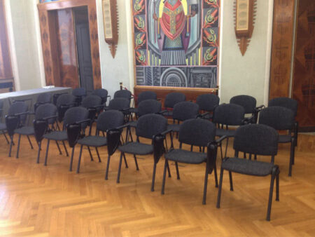 Noleggio sedia con ribaltina per conferenze noleggiodesign