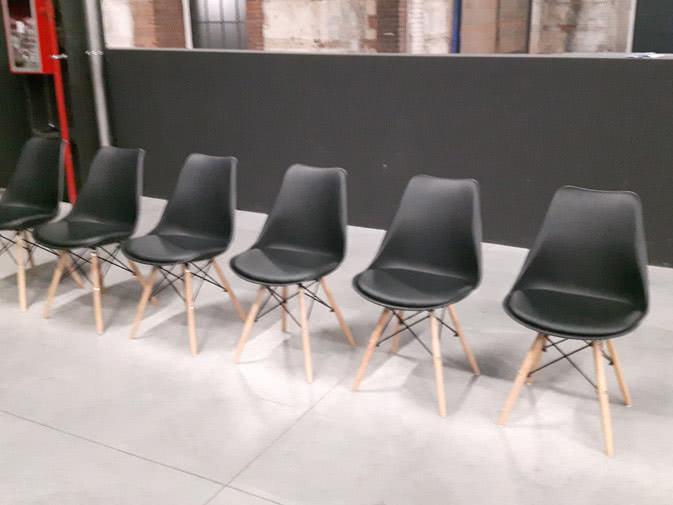 Noleggio sedia giada nera imbottita per eventi for Sedie nere ecopelle