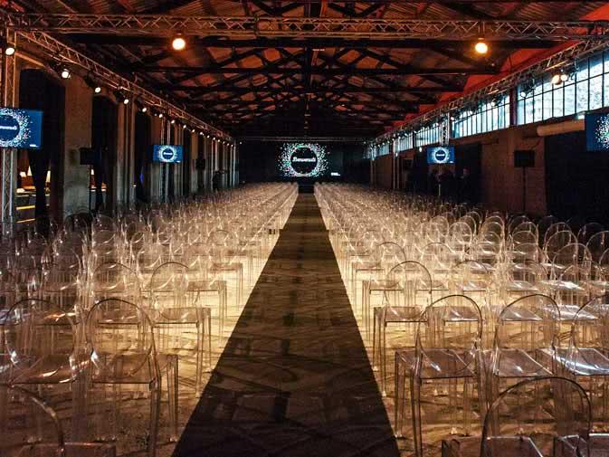 Noleggio sedia victoria ghost di kartell per eventi noleggiodesign