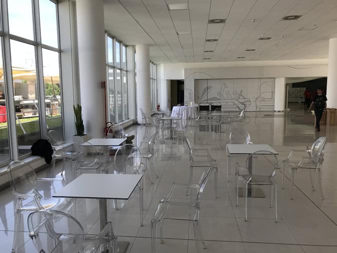 Sedia Panton Trasparente : Noleggio sedia louis ghost trasparente di kartell noleggiodesign