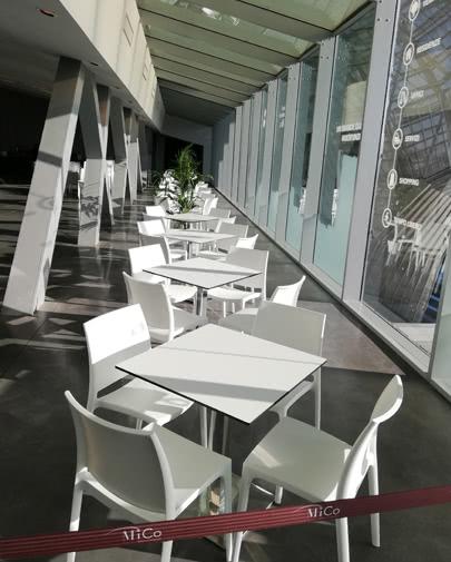 Noleggio sedia maya bianca per eventi noleggiodesign for Sedia design bianca