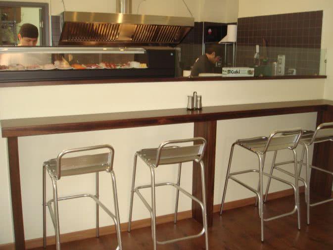 Noleggio sgabello alto in alluminio con schienale noleggiodesign
