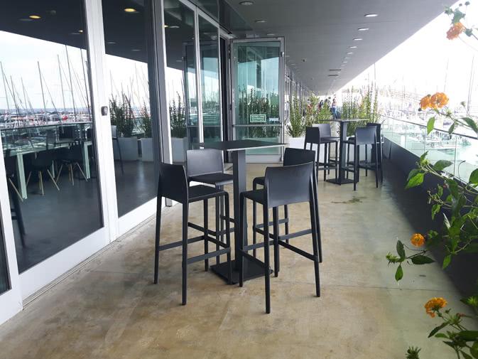 Tavolini Neri : Noleggio tavolo alto quadrato nero per eventi noleggiodesign