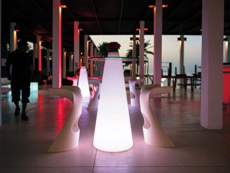 Tavoli Luminosi Da Esterno.Noleggio Tavolino Luminoso Peak Di Slide Per Eventi Noleggiodesign